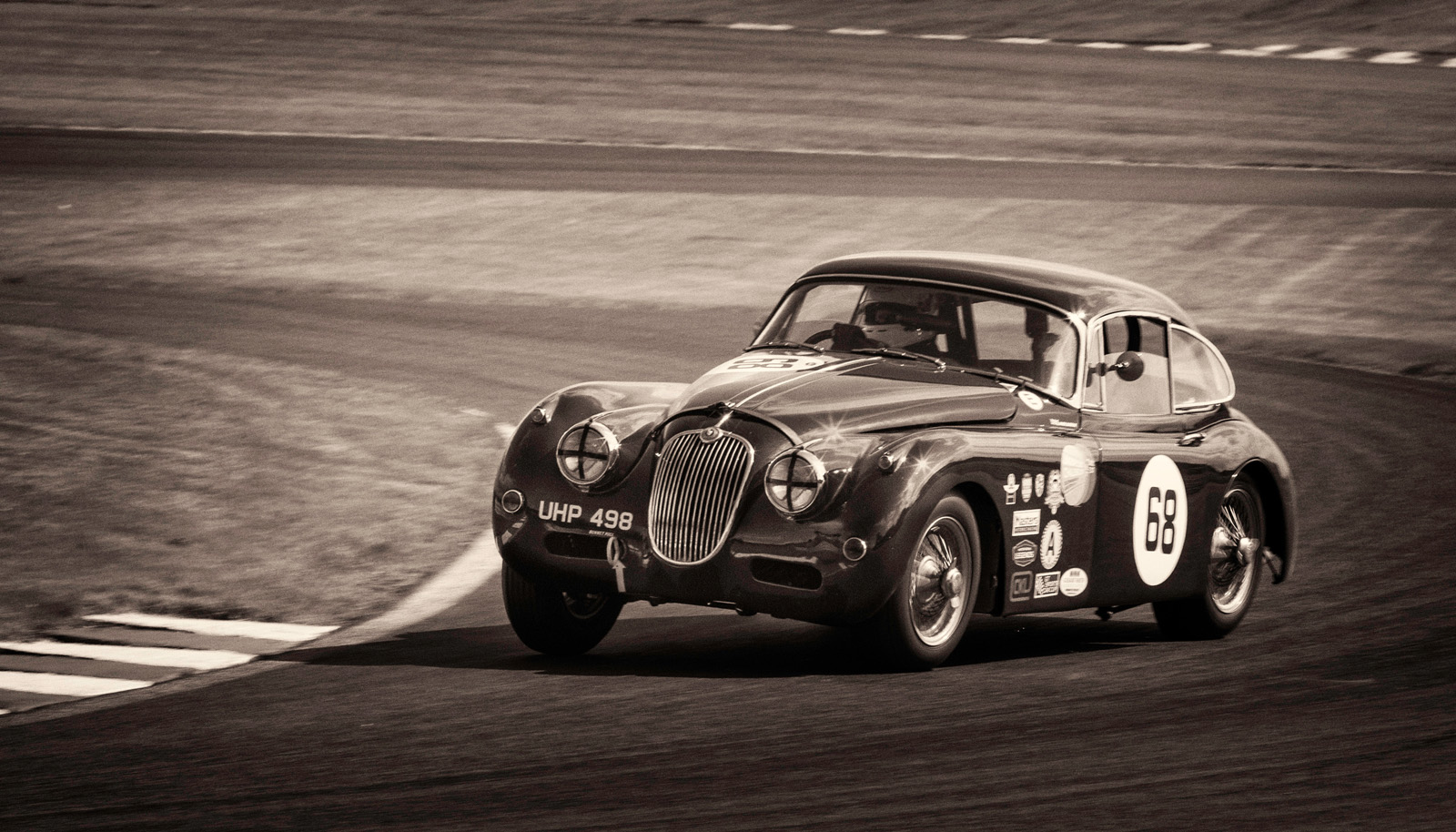 Jaguar_XK150_at_Oulton.jpg
