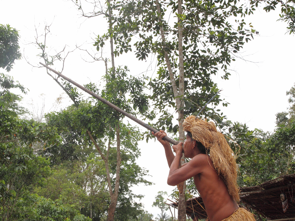 09_Tribal_man_with_blowpipe